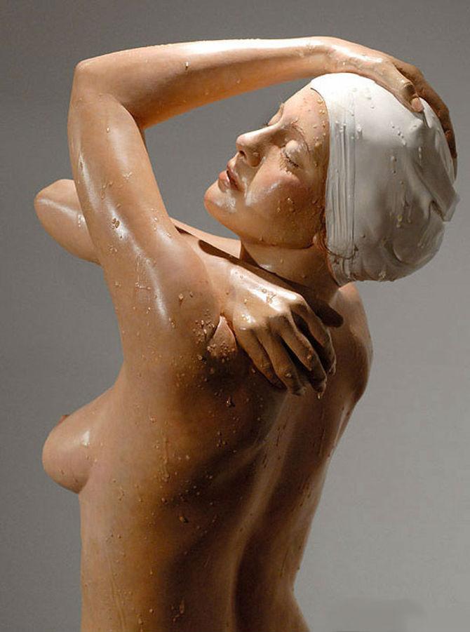 American-Hyper-realist-sculptor-Carole-Feuerman_(16)