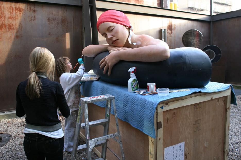 American-Hyper-realist-sculptor-Carole-Feuerman_(36)