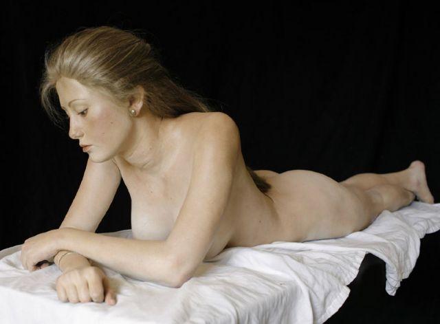 donne nude statue