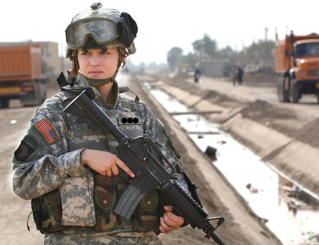 Soldatessa americana: (Fonte: www.miliwoman.com)